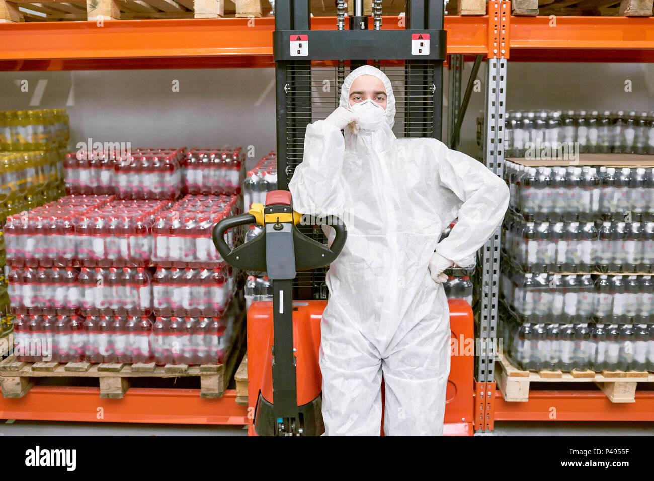 Memorizzazione permanente dei lavoratori in abbigliamento protettivo Immagini Stock