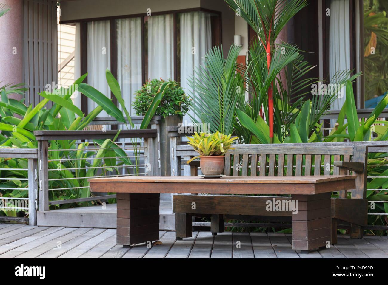 Rd Mobili Da Giardino.La Tabella In Legno E Sedie In Mobili Da Giardino Al Resort
