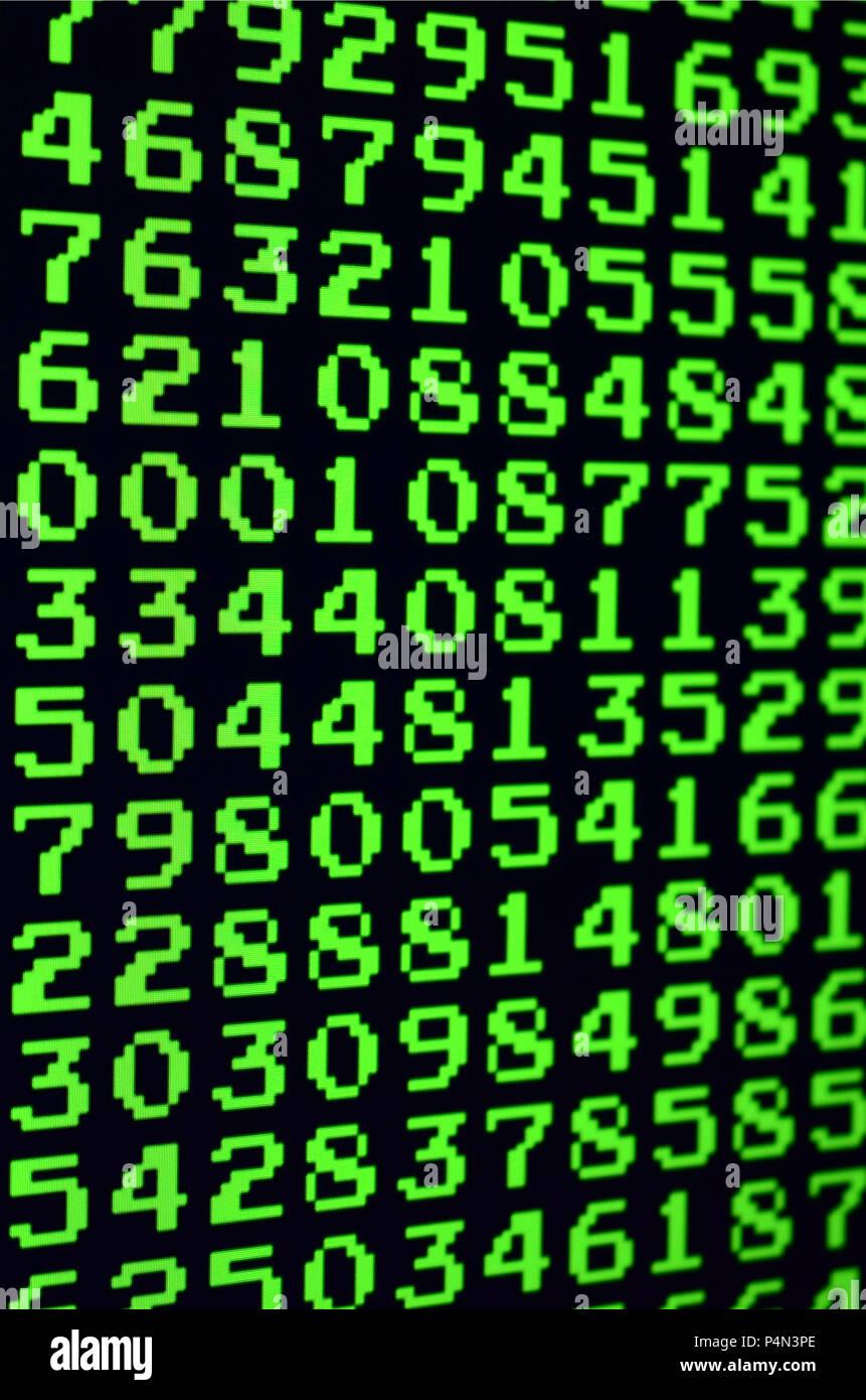 Macro di selezione della password sul monitor del computer dell'ufficio. Il concetto di hacking la protezione di dati personali keeper. Il flusso di assistenza Immagini Stock
