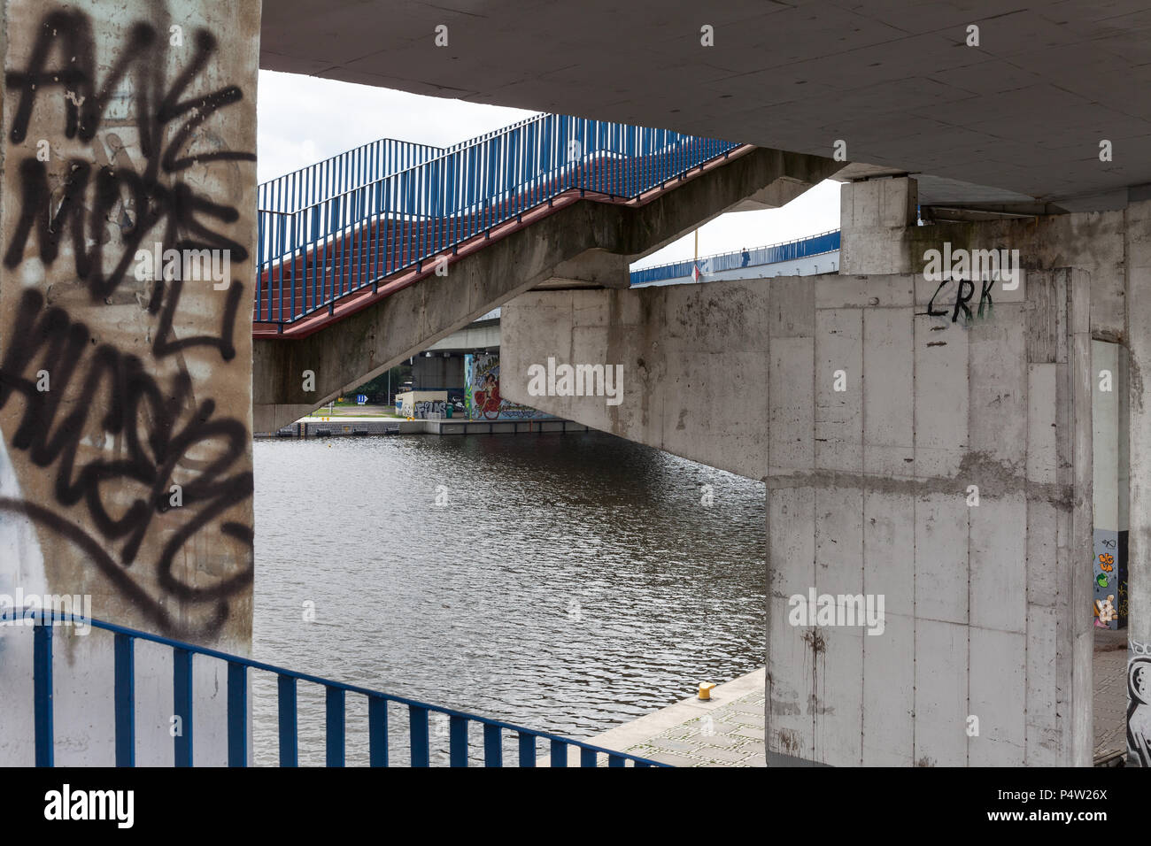 Szczecin, Polonia, scale sotto le autostrade Immagini Stock
