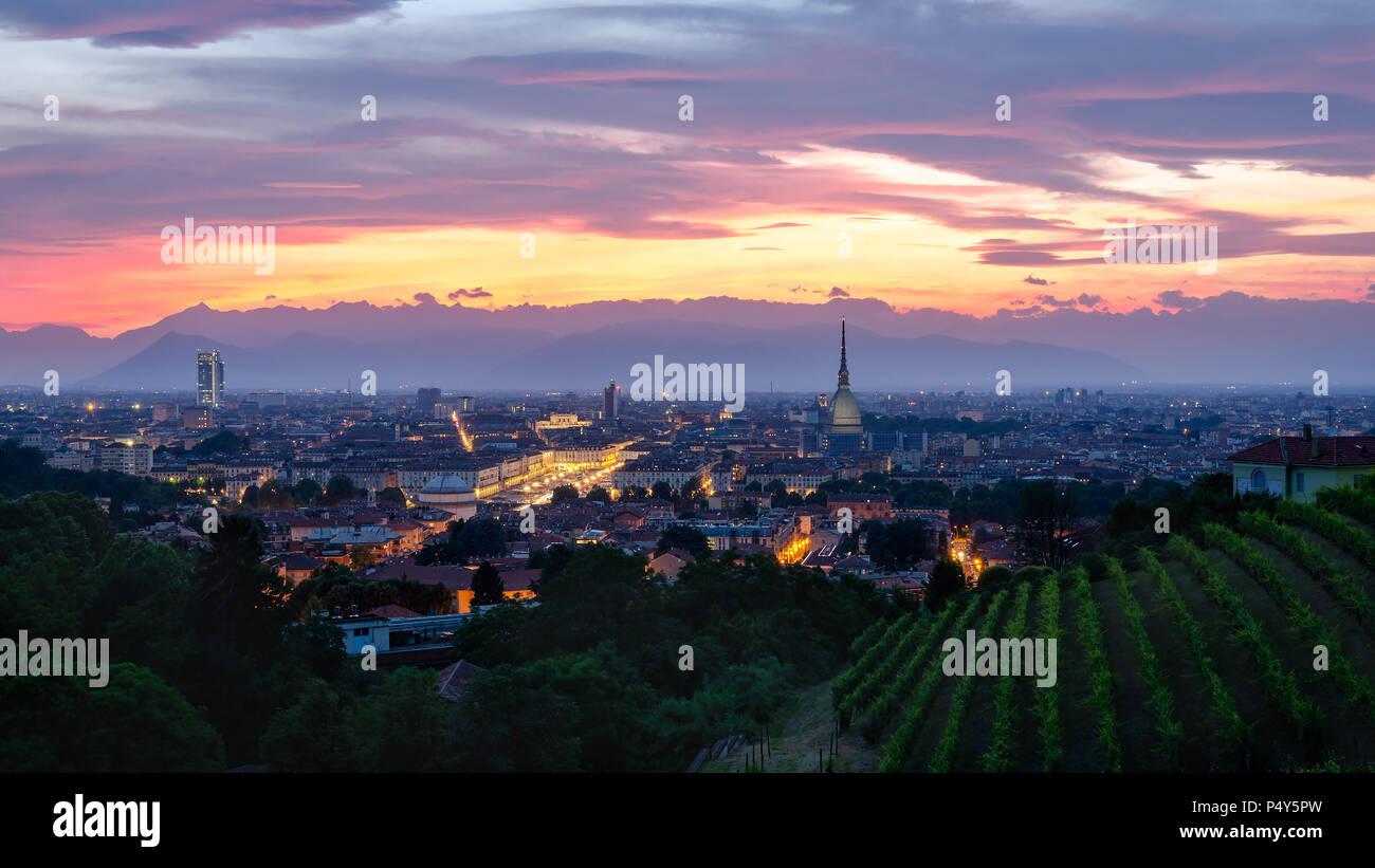 Torino alta definizione panorama al tramonto con Mole Antonelliana Foto Stock