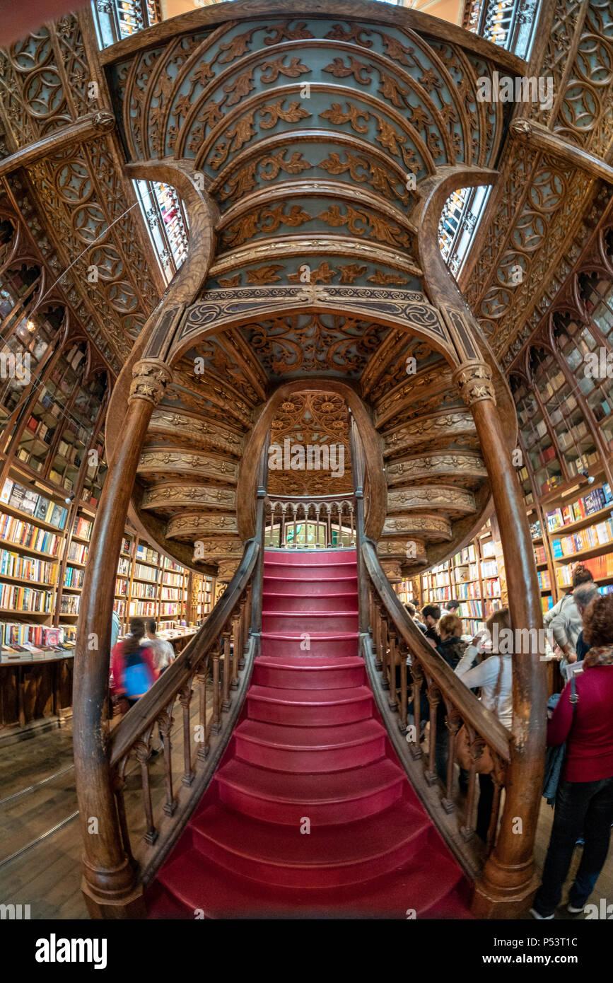 Famoso Lello Bookshop, interieur, scale, Porto Portogallo Immagini Stock