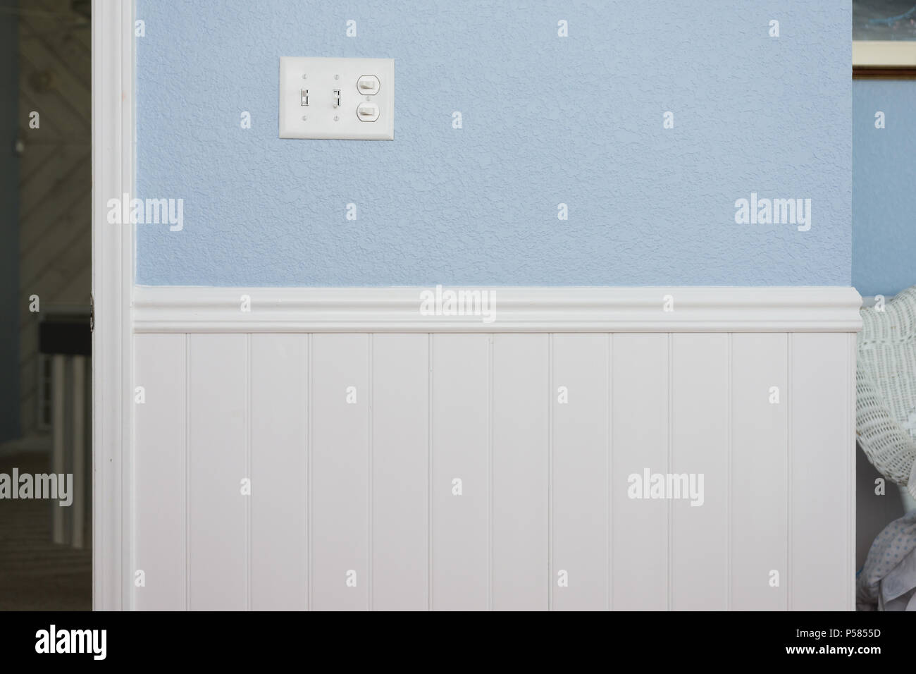 Sedie Blu Elettrico : Pulire il cordone bianco bordo o wainscot sedia del rivestimento di