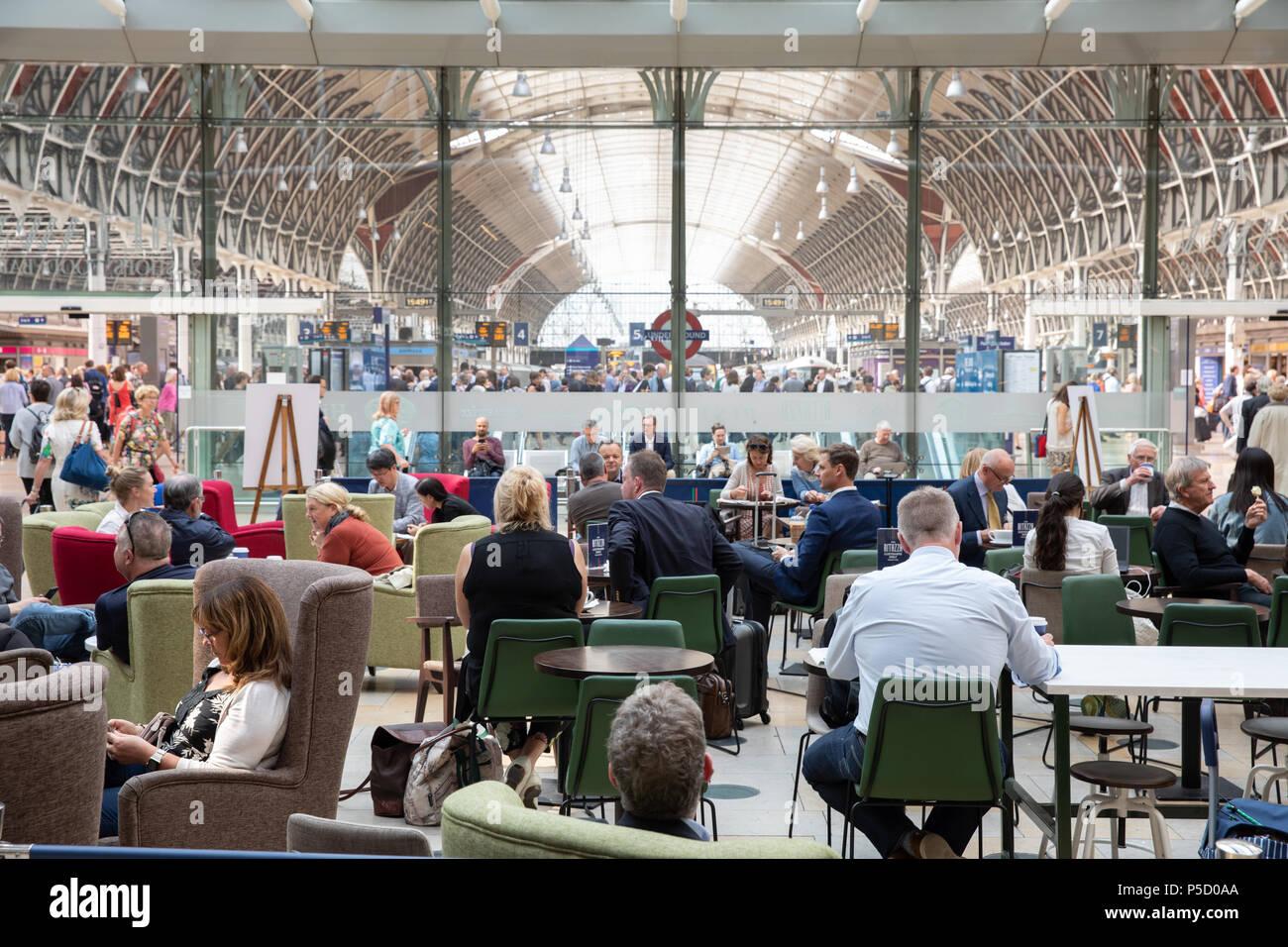 Caffe Ritazza nella stazione di Paddington a Londra. Immagini Stock