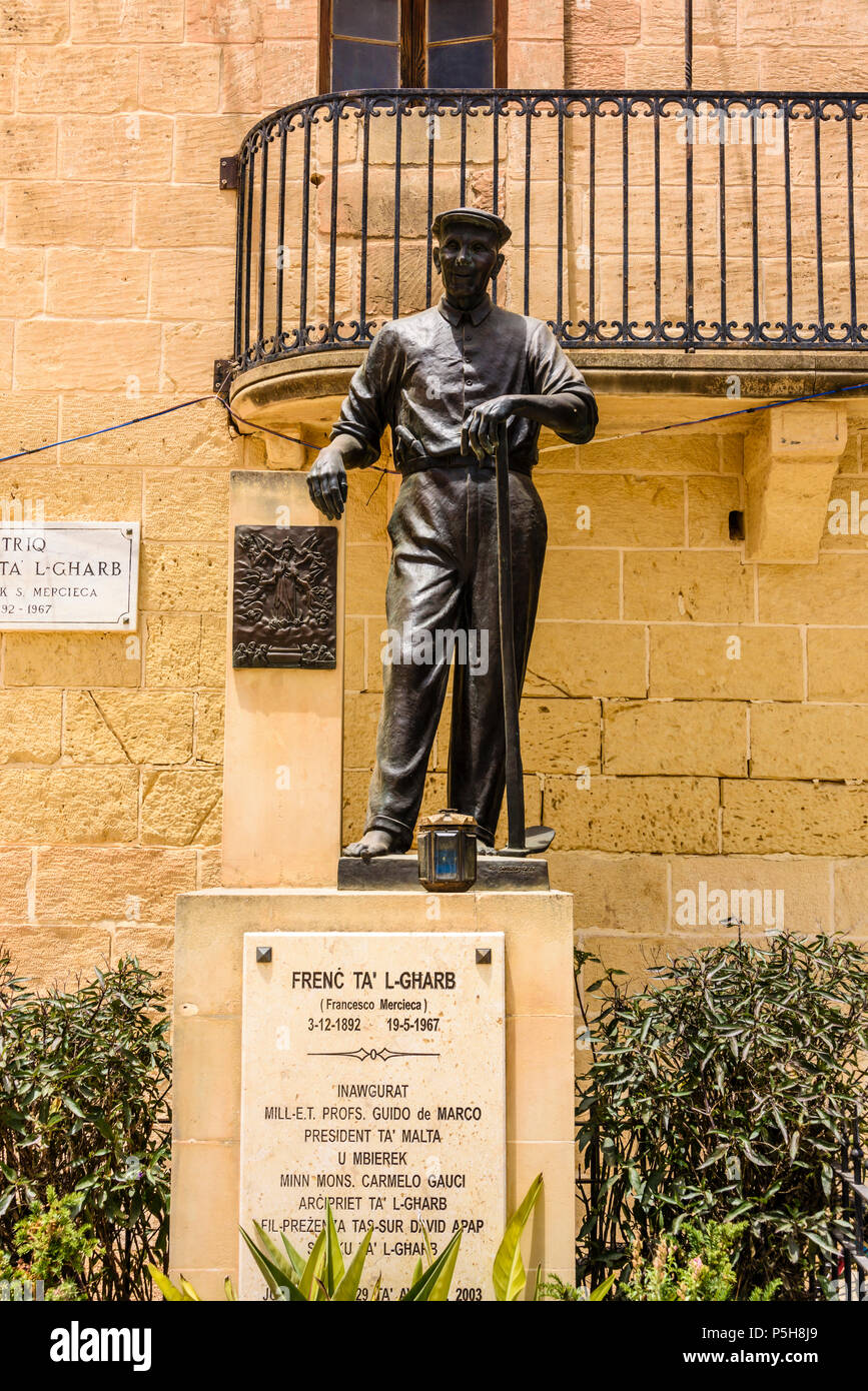 Monumento a Francesco Mercieca, meglio noto come francese ta' l-Gharb (03/12/1892 al 19/05/1967), un famoso di Gozo guaritore di fede. Gasri, Gozo, Malta. Immagini Stock