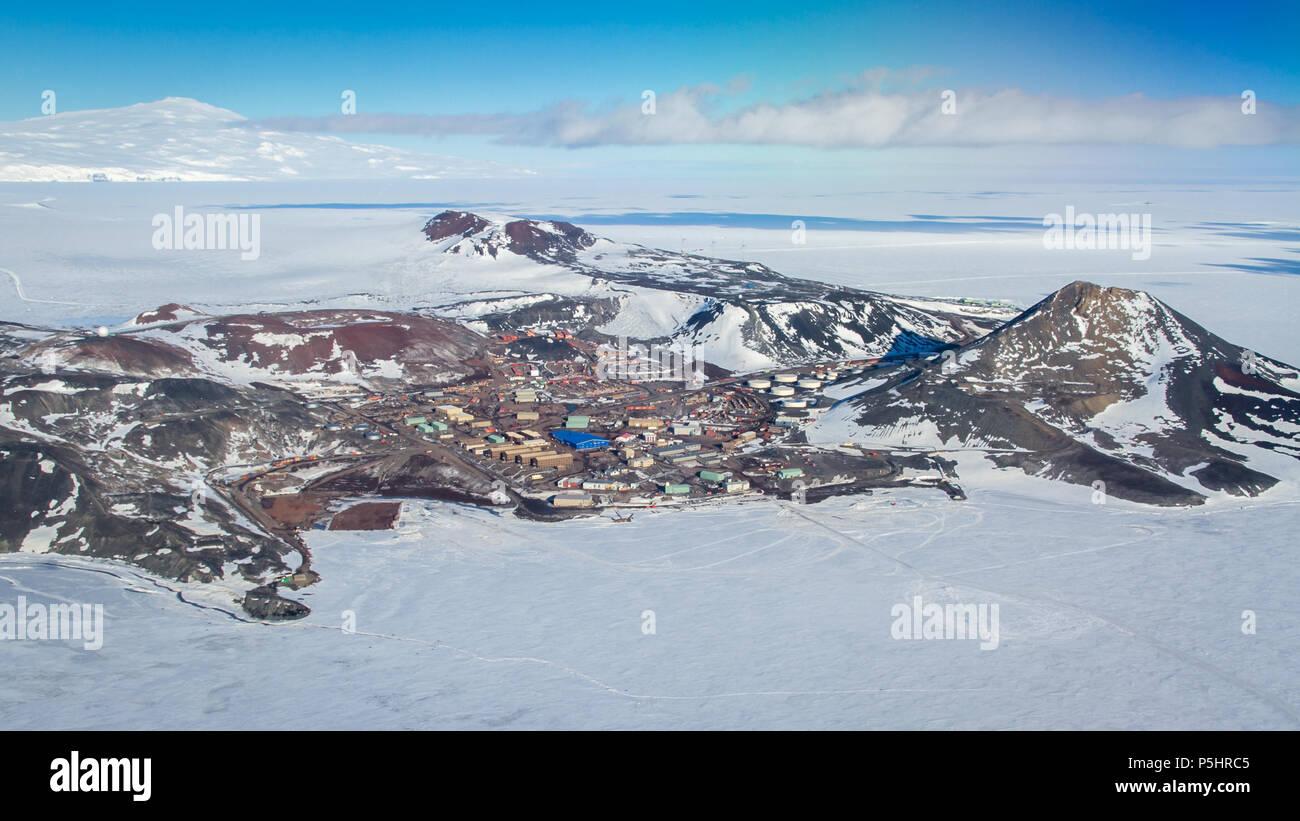 Vista aerea della stazione di McMurdo, Antartide Immagini Stock
