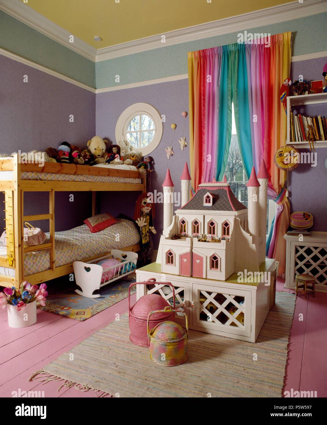 Letti A Castello Rosa.Fiaba Doll S House E Letti A Castello In Bambini Camera Da Letto