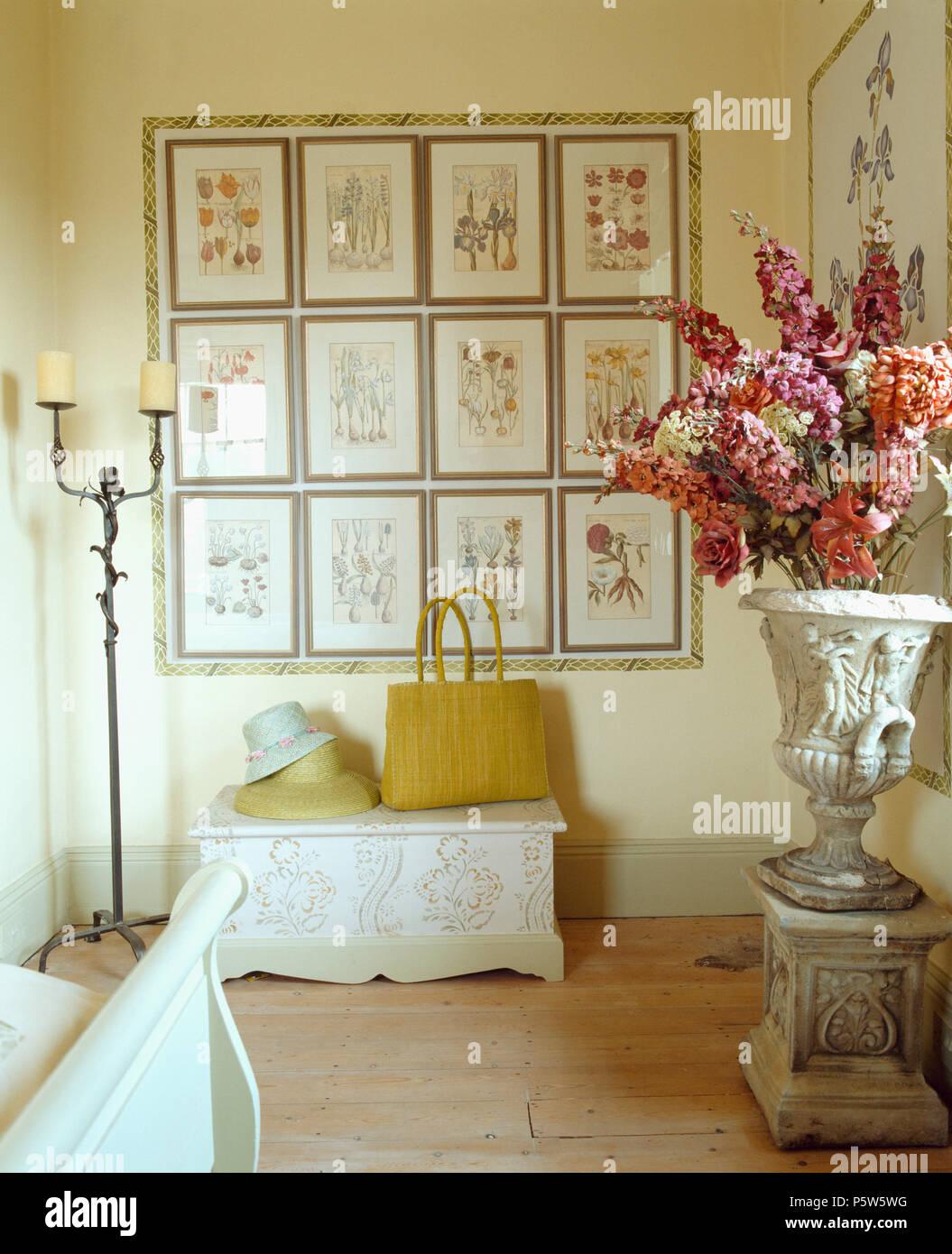 Collezione di antiche stampe floreali sopra impresse petto nella ...