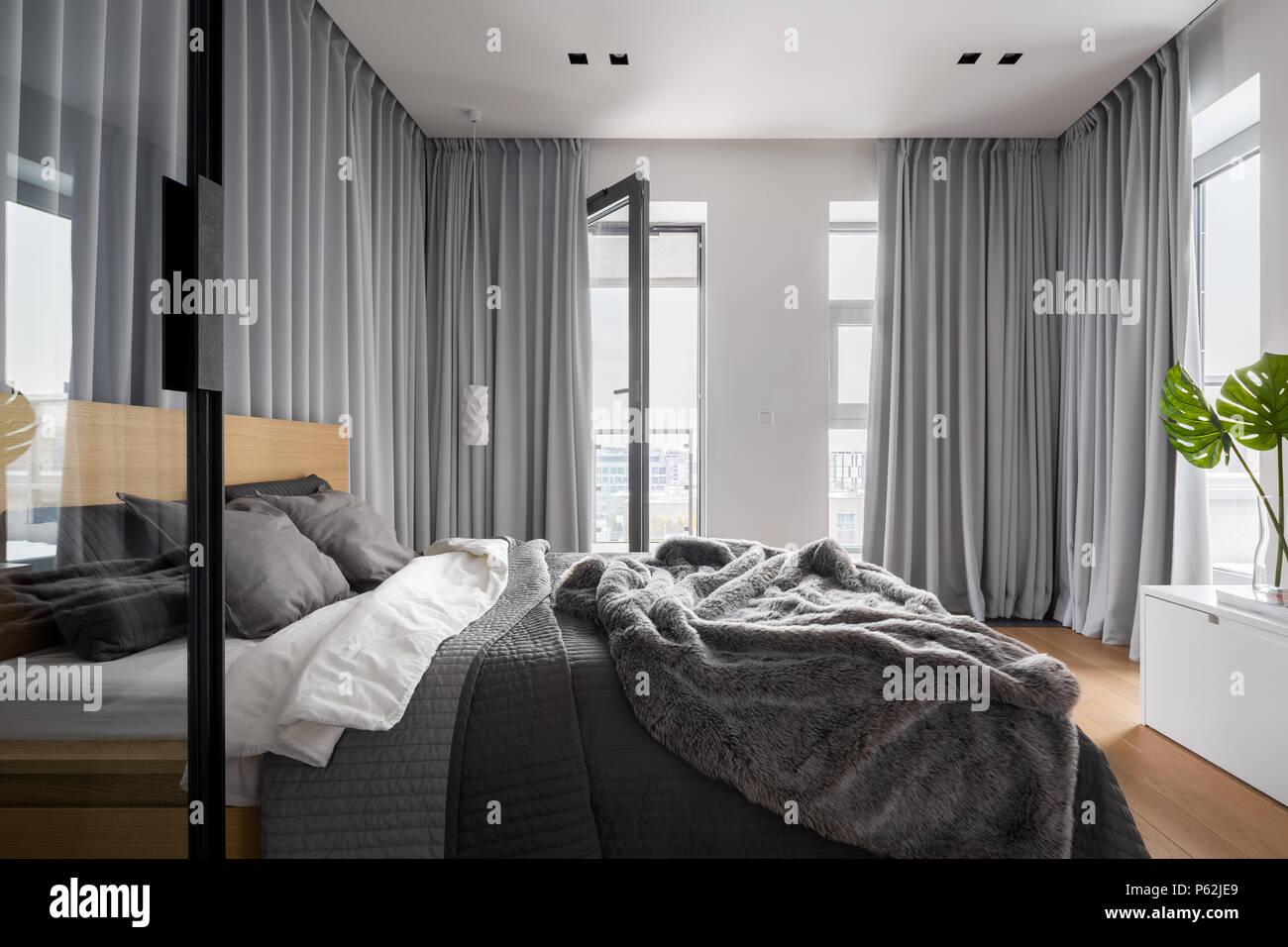 Tende Design Camera Da Letto.Il Lusso Interiore Camera Da Letto Con Letto Matrimoniale E Grigio