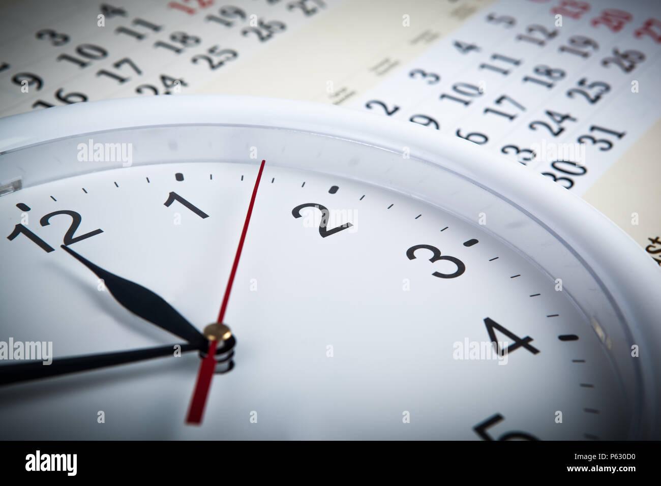 Calendario Con Numero Giorni.Foglio Di Un Calendario Con Il Numero Di Giorni E Orologio