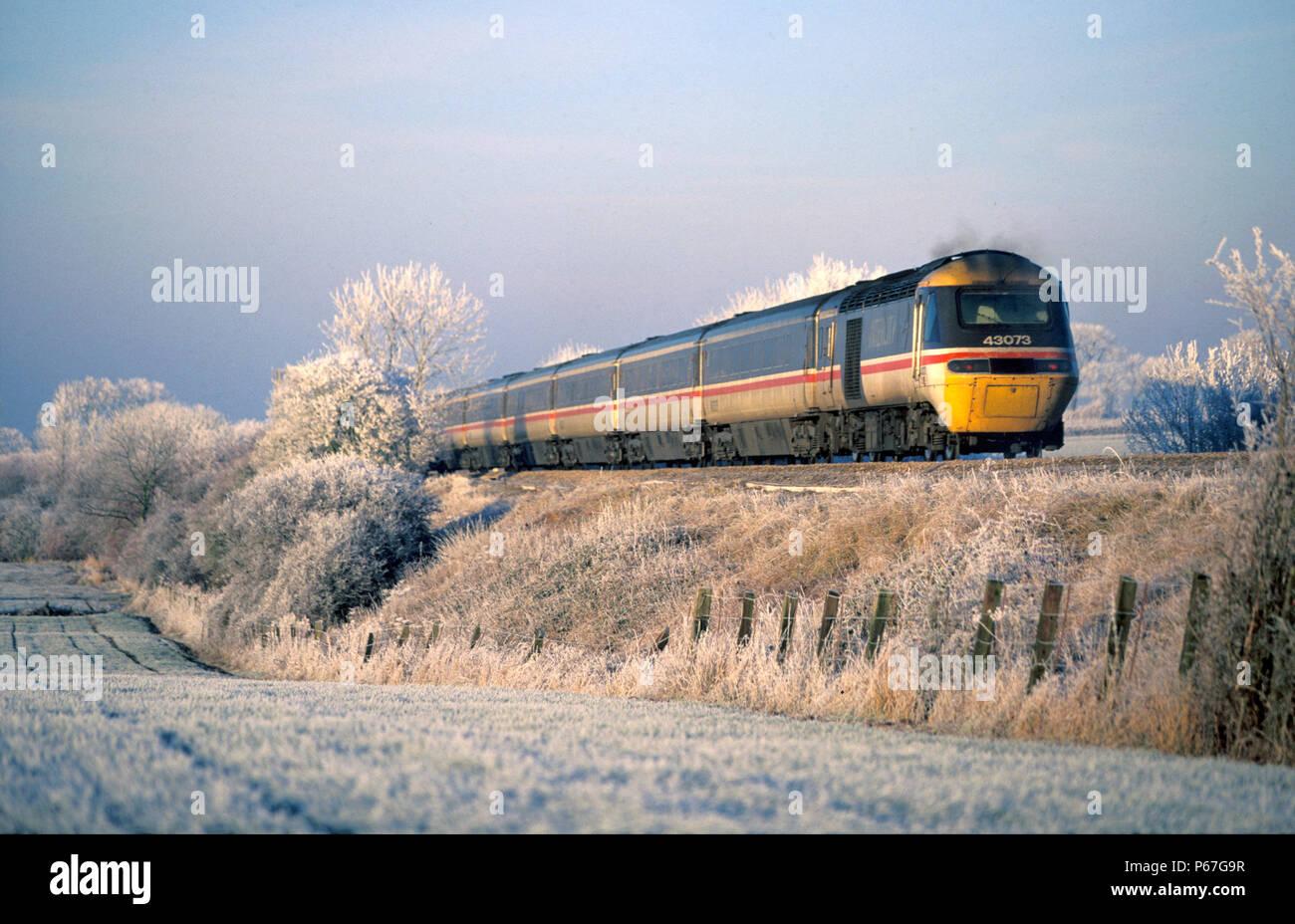 d3165bb5f6 InterCity HST in condizioni di ghiaccio su Midland Main Line. C 1995  Immagini Stock