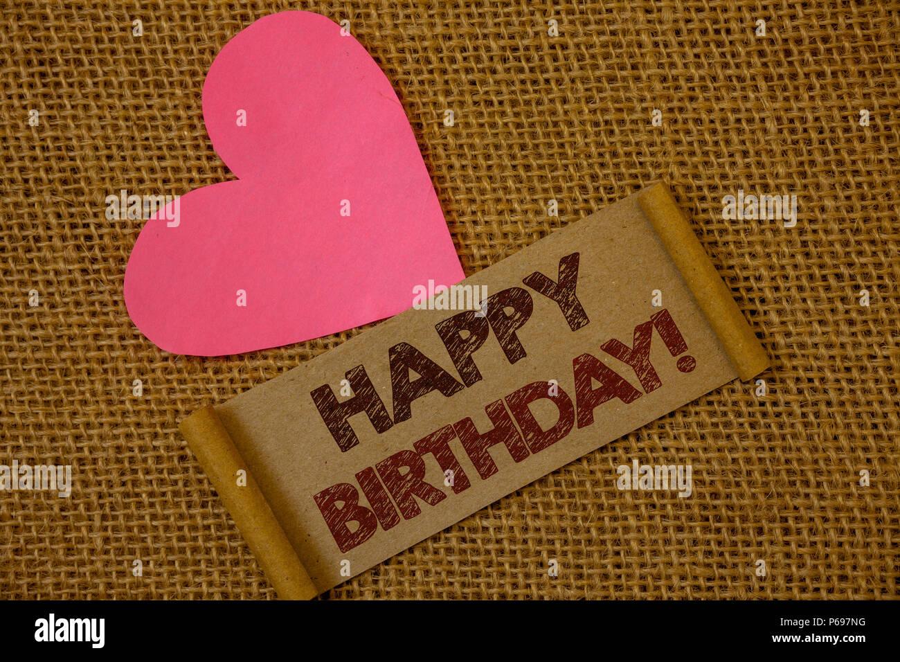 Idee Fotografiche Anniversario : Scrittura testo happy birthday motivazionali di chiamata. concetto