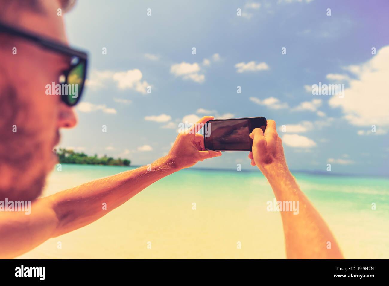 Persone Che Utilizzano Smart Phone Allaperto Viaggiare Man Tenendo