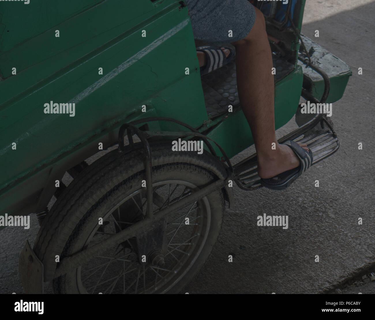 Equitazione il triciclo pubblica nelle Filippine. Immagini Stock