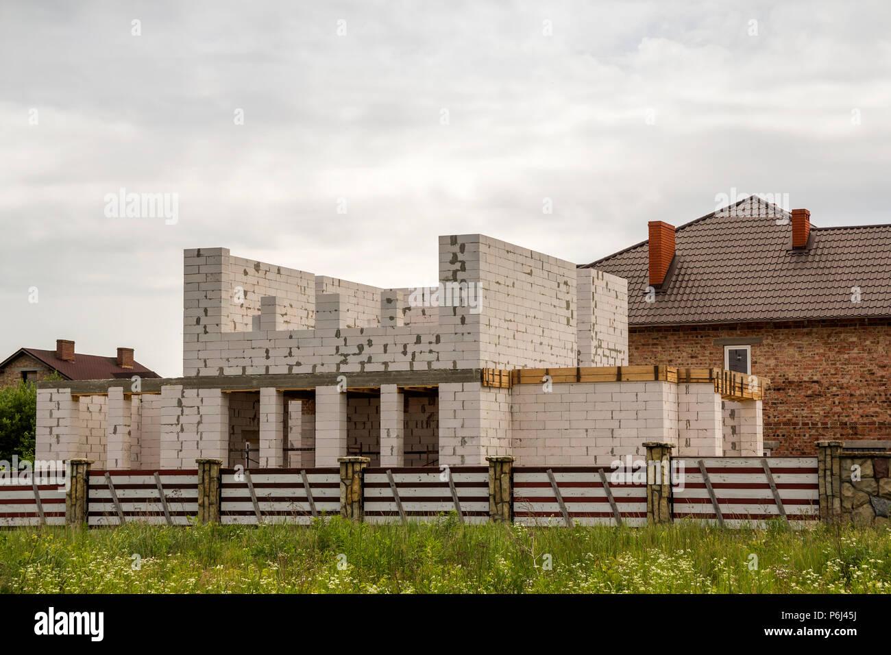 Mattoni Bianchi Per Esterni con mattoni bianchi alti muri per futuro spaziosa casa