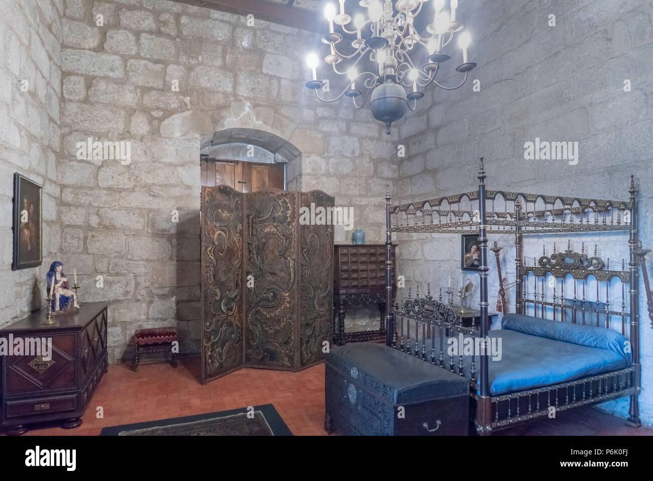 Camere Da Letto Medievali : Guimaraes portogallo agosto medievale tipo camera da