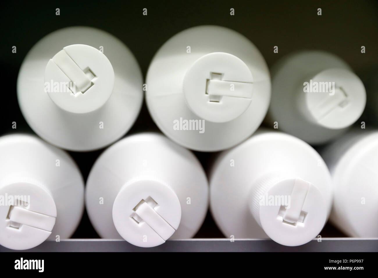 Farmacia. Partita di bottiglie di plastica. La Francia. Immagini Stock