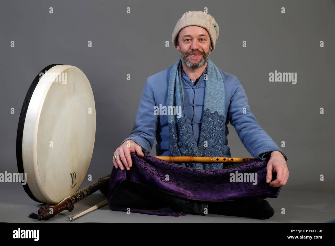 Musicista Sufi con strumenti tradizionali. Parigi, Francia. Immagini Stock