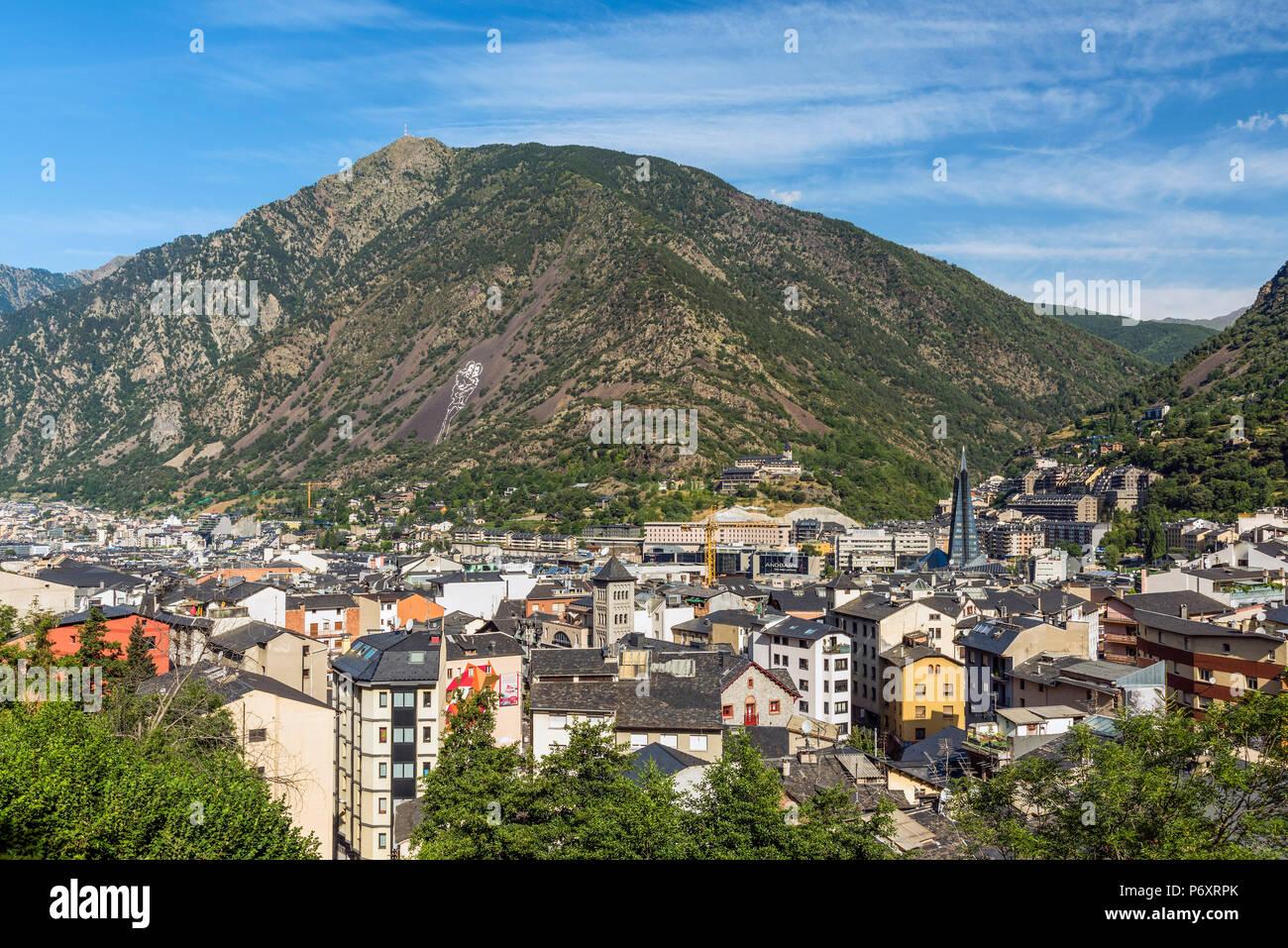 Skyline della città di Andorra La Vella, Andorra Foto Stock