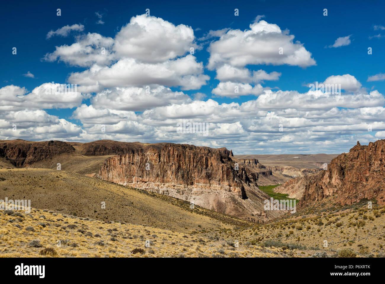 Sud America, Argentina, Santa Cruz, Patagonia, Cueva de los Manos paesaggio Immagini Stock