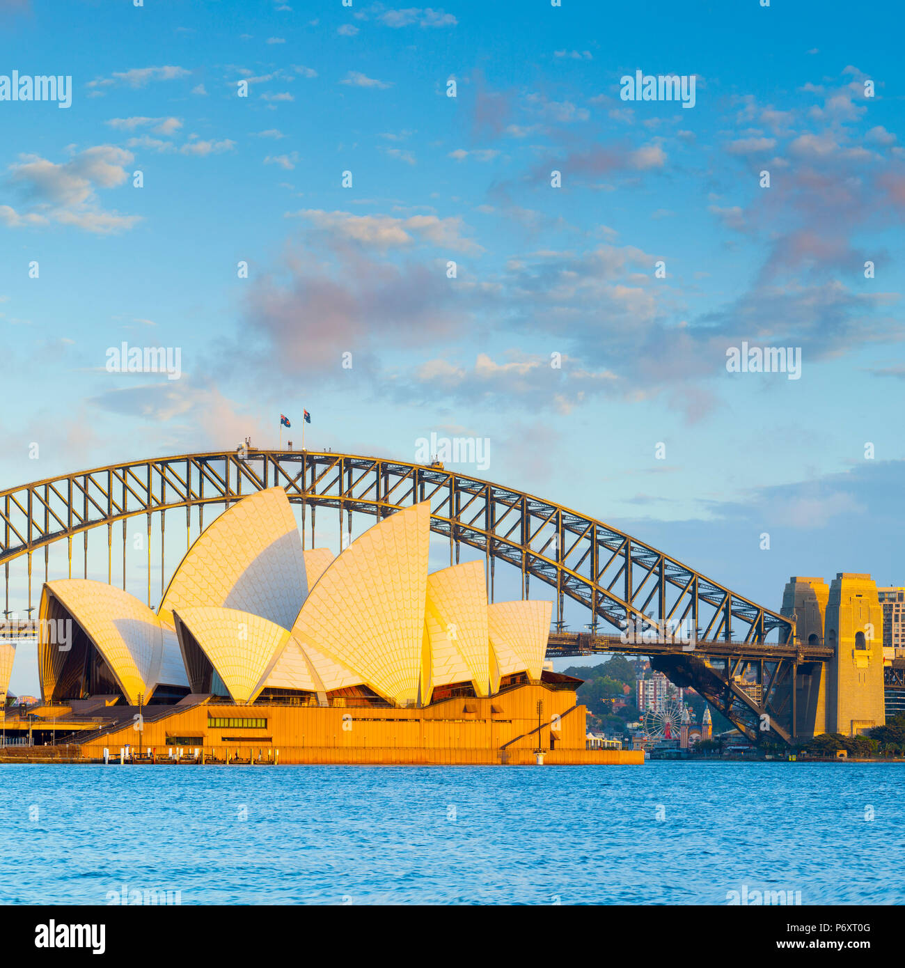 Sydney Opera House & Harbour Bridge, il Darling Harbour, Sydney, Nuovo Galles del Sud, Australia Immagini Stock