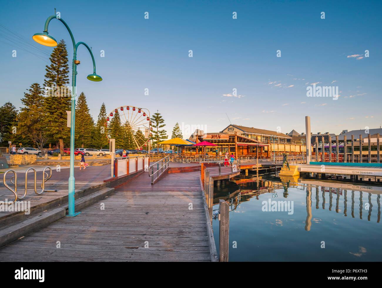 Fremantle, Perth, Australia occidentale, Australia. Il lungomare del porto di Fremantle al tramonto. Immagini Stock