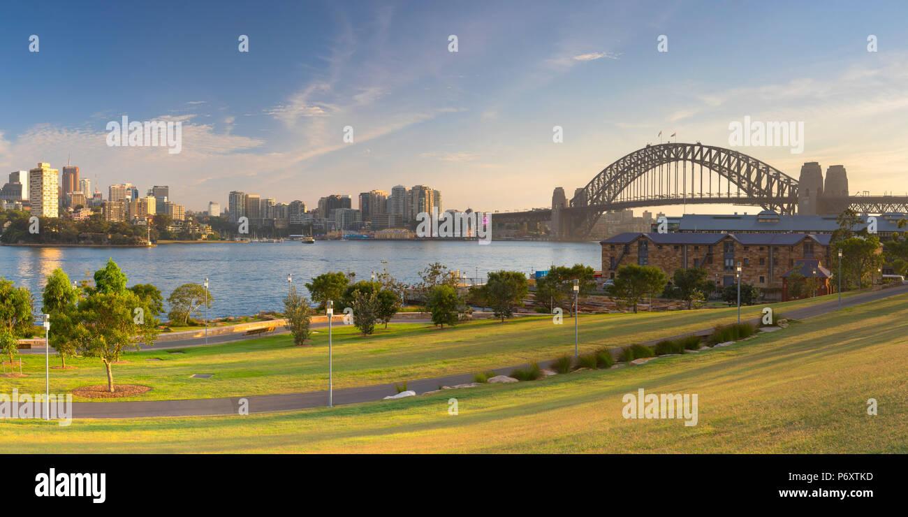 Il Ponte del Porto di Sydney dal molo di Barangaroo Riserva, Sydney, Nuovo Galles del Sud, Australia Immagini Stock