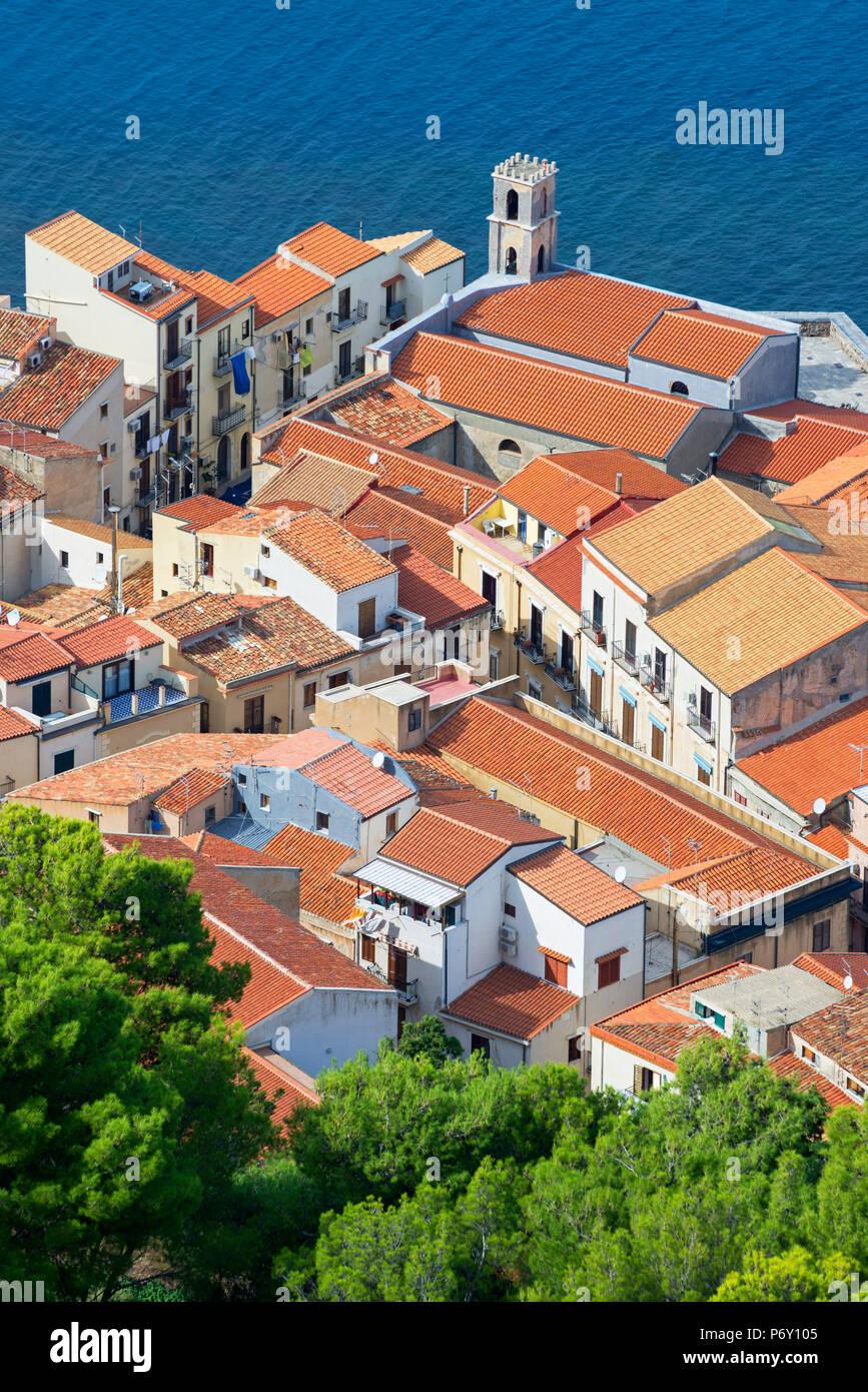 Vista dall'alto di Cefalu da La Rocca, Cefalu, Sicilia, Italia, Europa Immagini Stock