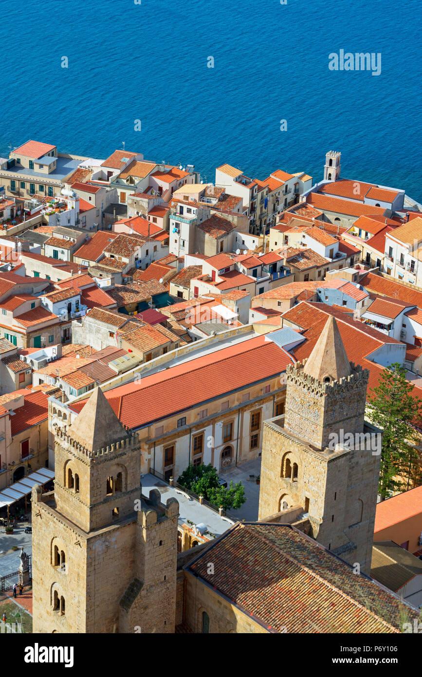 Vista dall'alto di Cefalù, Cefalu, Sicilia, Italia, Europa Immagini Stock