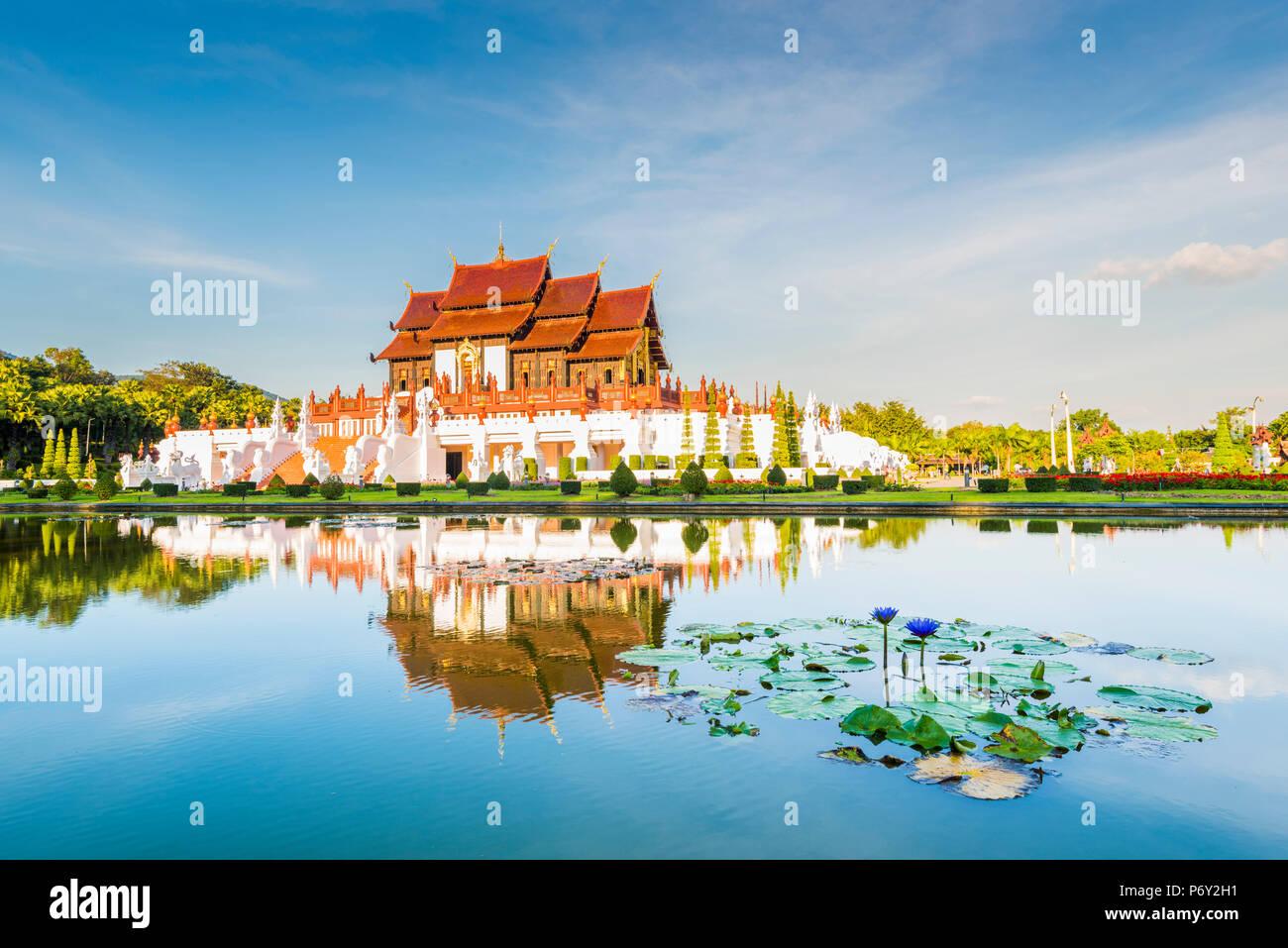 Royal Park Rajapruek, Chiang Mai, Thailandia. Royal Pavilion al tramonto. Foto Stock