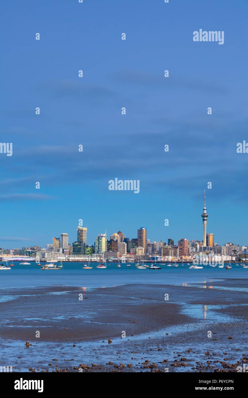 Skyline della città e dal porto di Waitemata di Auckland, Northland e North Island, Nuova Zelanda, Australasia Immagini Stock