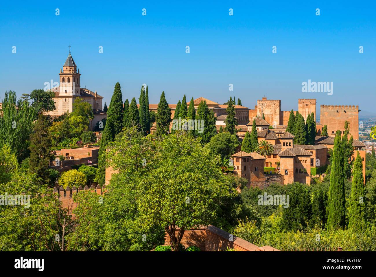 Alhambra da i giardini di Generalife, Sito Patrimonio Mondiale dell'UNESCO, Granada, Andalusia, Spagna Foto Stock