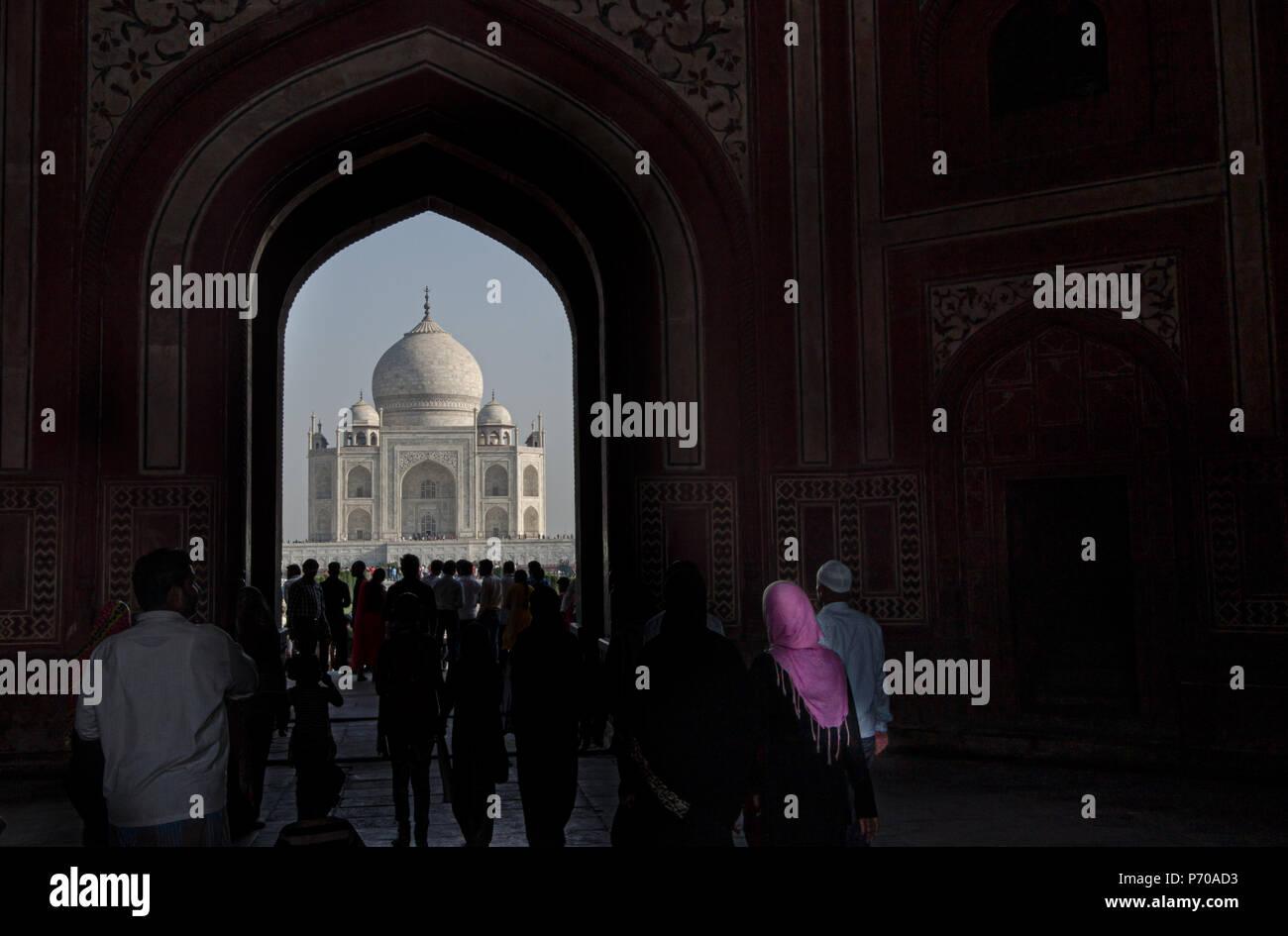 Visitare Taj Mahal, Agra, una delle meraviglie del mondo Immagini Stock