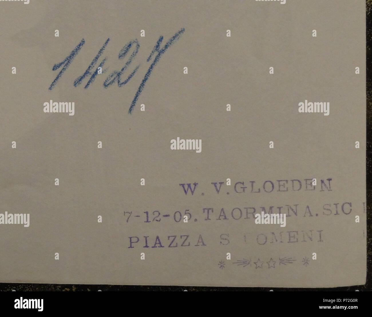 """Italiano: Wilhelm von Gloeden (1856-1931), il retro della foto 1427. Già nella collezione Texbraun, cortesia. della Galerie David Guiraud, Parigi. Il positivo è datato 07 12 1905. Inglese: Wilhelm von Gloeden (1856-1931), inversione di immagine # 1427. In precedenza la collezione Texbraun, courtesy Galerie David Guiraud, Parigi. La stampa è datata """" Dicembre 07 1905'. . Circa 1900. Stampa: 1905. 129 Gloeden, Wilhelm von (1856-1931) - n. 1427v - stampato 07 dic 1905 - Ex Texbraun raccolta, Galerie David Guiraud, Parigi Immagini Stock"""
