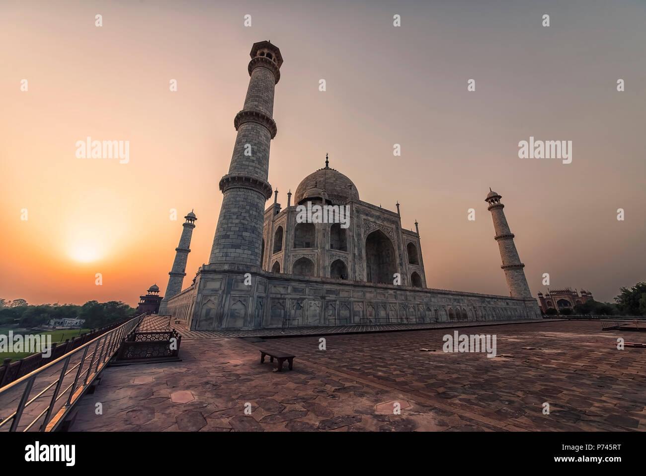 Taj Mahal di sunrise, luce di Agra, India Immagini Stock