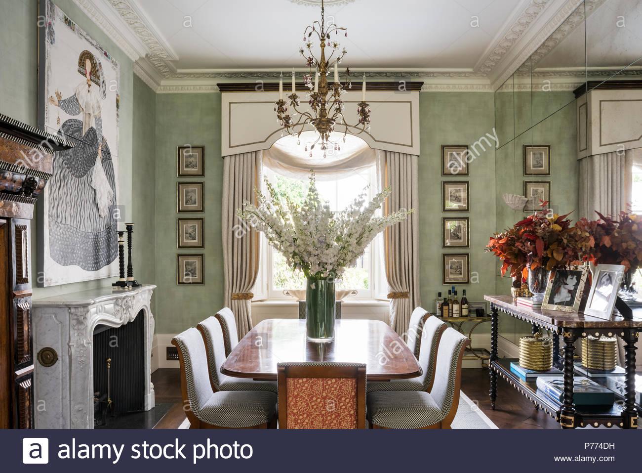 Tavoli Da Pranzo Grandi.Antico Tavolo E Sedie Con Grandi Opere D Arte Nella Sala Da Pranzo