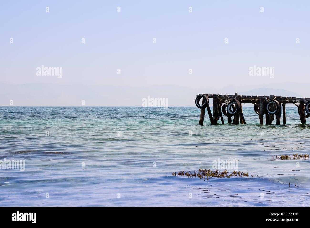 Bella Marina Sulla Natura Riva Del Mare Sullo Sfondo Il Vecchio