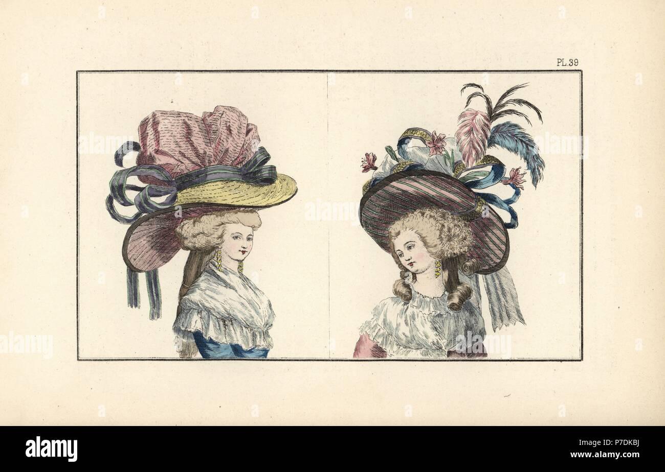 Donna in blu cielo caraco indossa un enorme cappello di paglia foderato con  raso rosa e c1d5e8635716