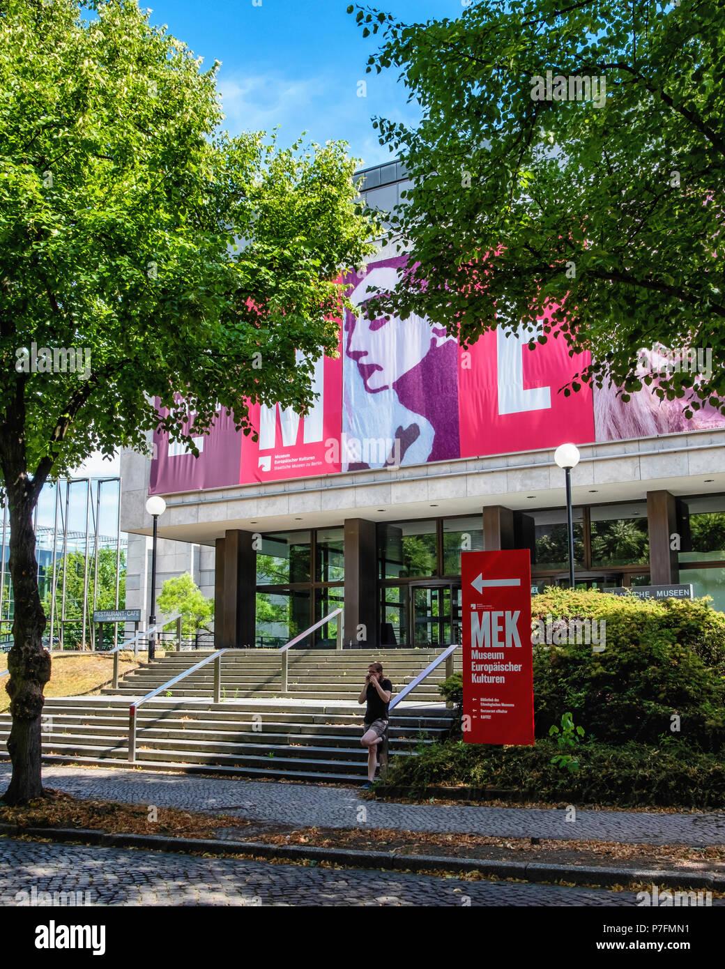 Berlino, quartiere Dahlem. MEK, il museo per le culture europee esterno dell'edificio Immagini Stock