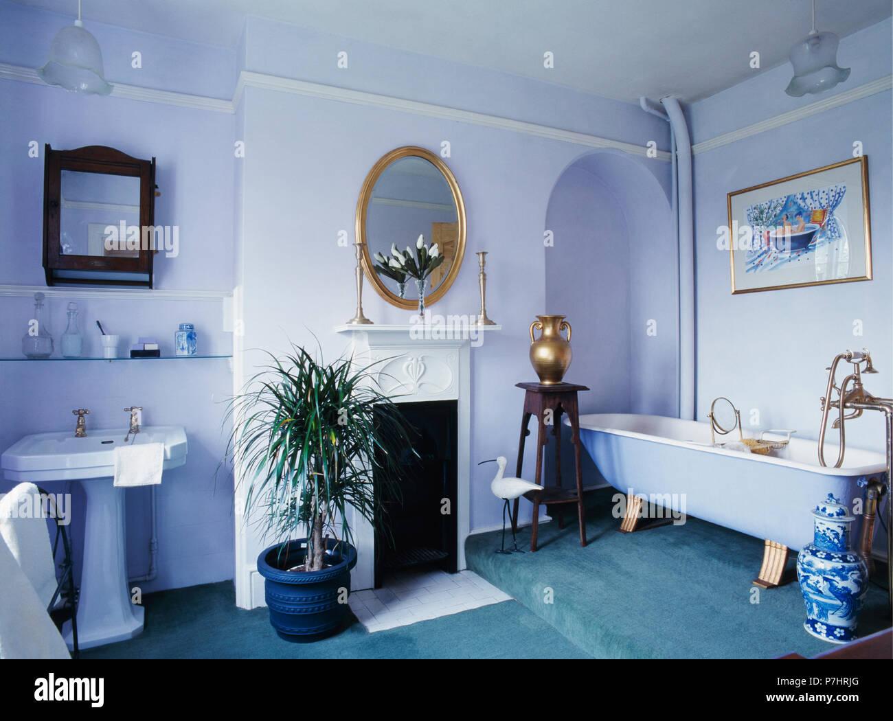 Vasca Da Bagno Dipingere : Grande dipinto di malva bagno con roll top vasca da bagno foto