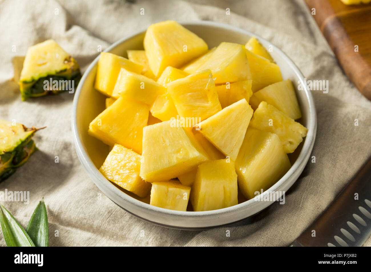 Materie organiche giallo fette di ananas pronto a mangiare Immagini Stock
