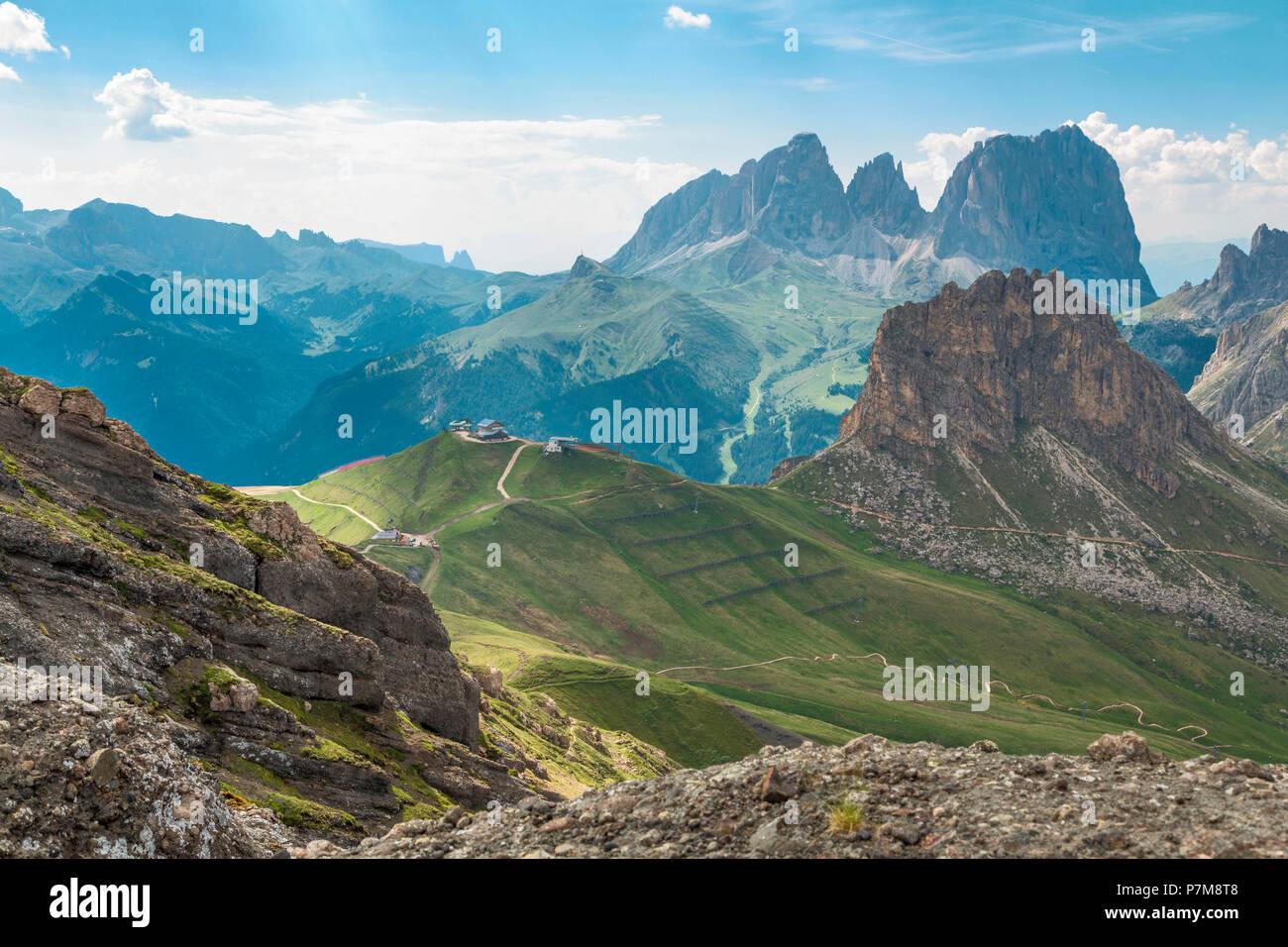 La vista dal sentiero delle Creste, Passo Pordoi, Arabba, Belluno, Veneto, Italia, Europa Foto Stock