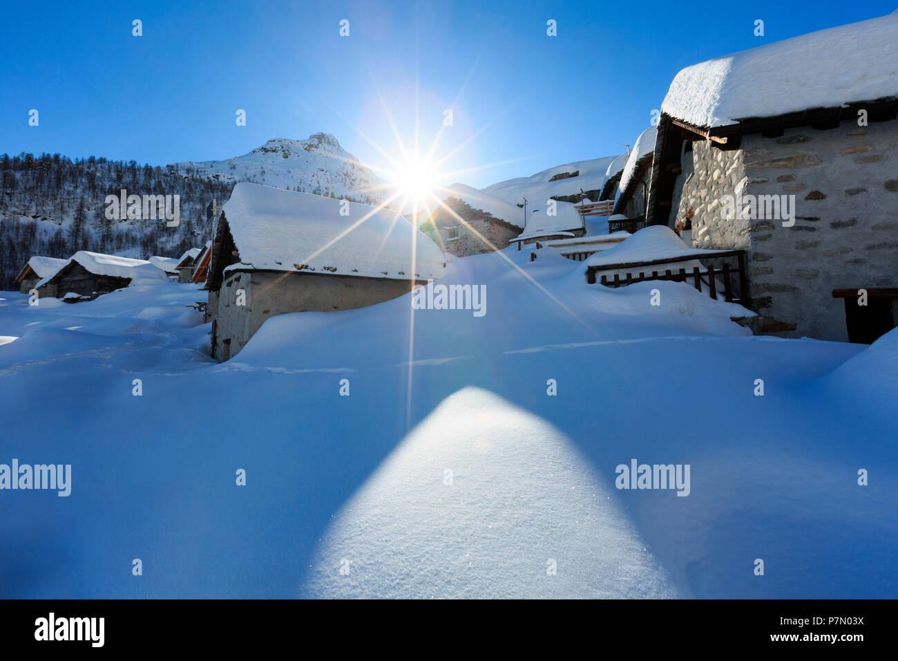 Villaggio alpino di Lendine in inverno, Olmo, Valle Spluga, provincia di Sondrio, Lombardia, Italia, Europa Foto Stock