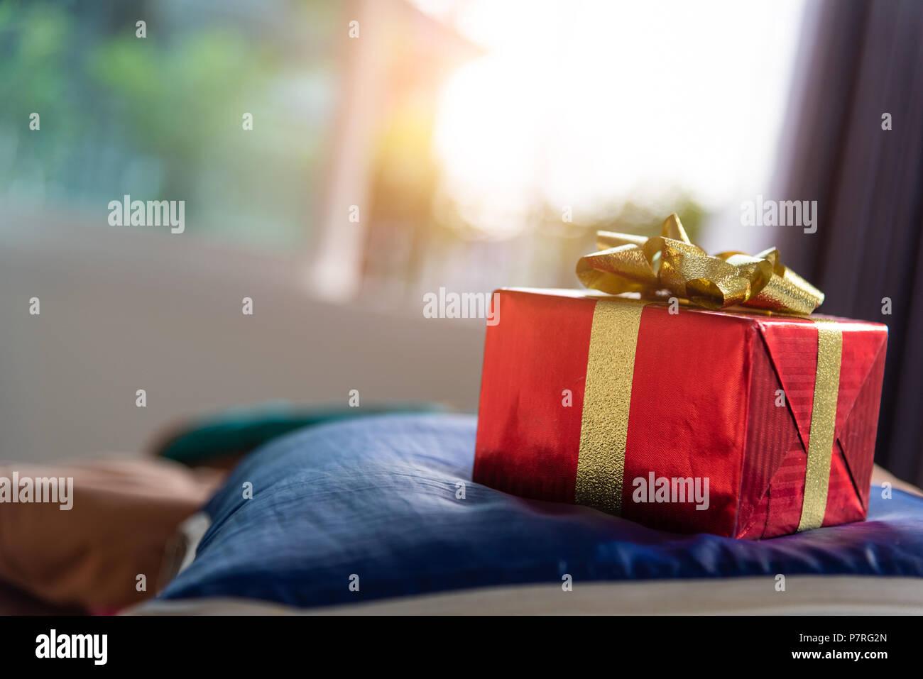 Confezione regalo in camera da letto. Vacanza e giorno anniversario ...