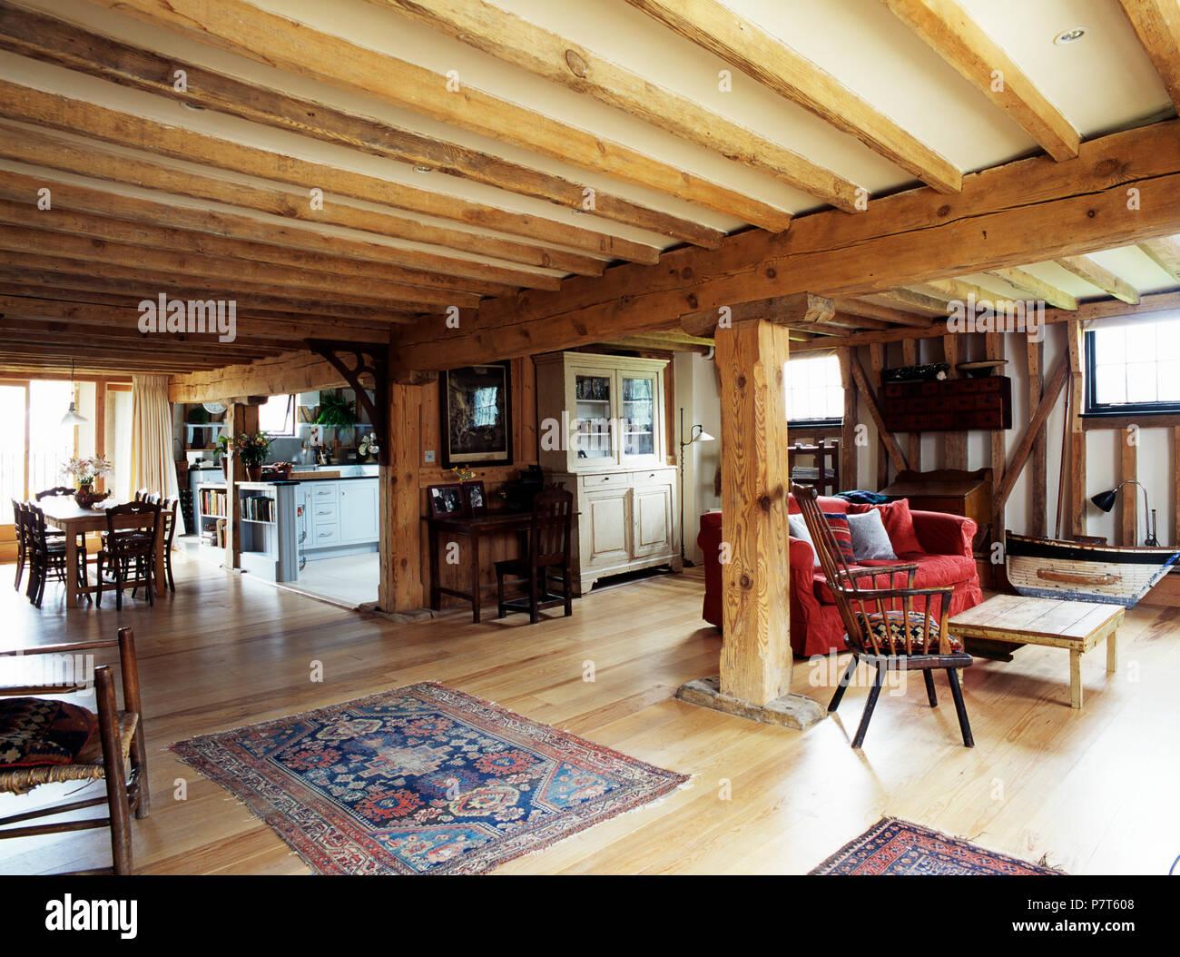 Sala Da Pranzo Rustica : Rustiche travi in legno in grandi open space soggiorno e sala da
