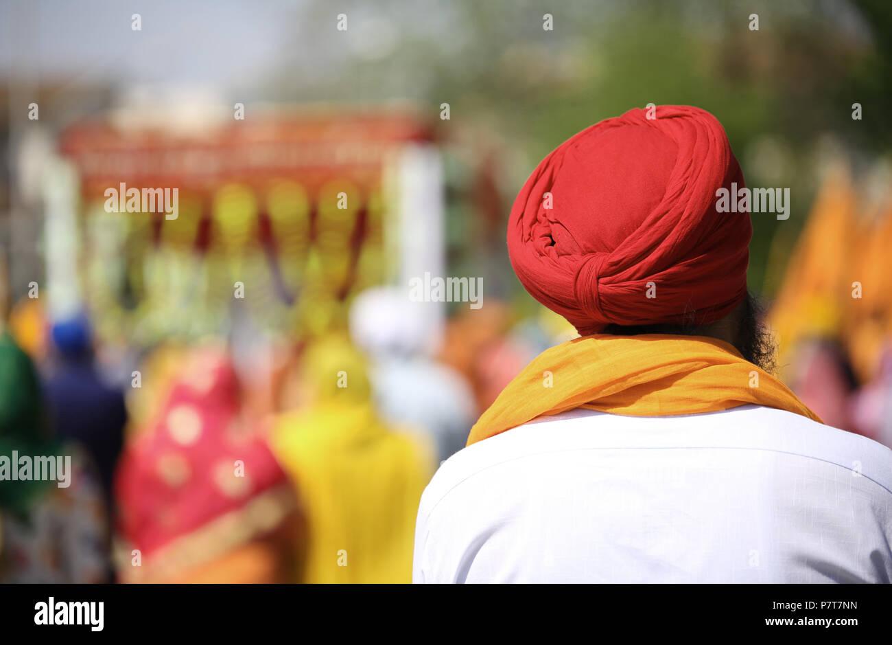 La religione sikh uomo con turbante rosso un importante simbolo religiosi per questa cultura Immagini Stock