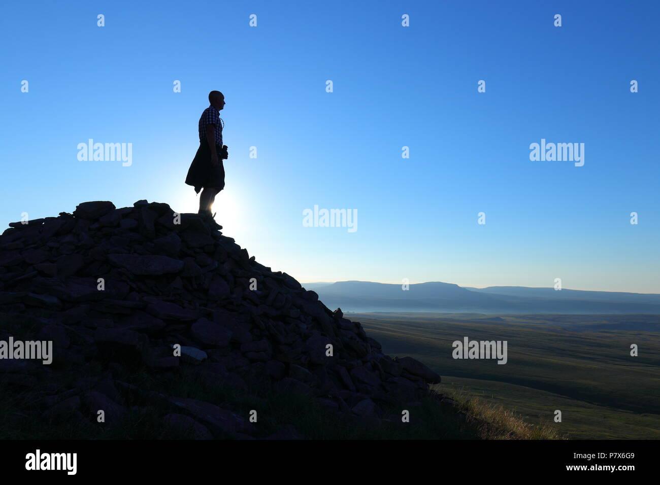 Io prendendo un selfie , durante una passeggiata fino Ingleborough montagna che fa parte delle tre cime di lavaredo sfida nel Yorkshire Dales National Park. Immagini Stock