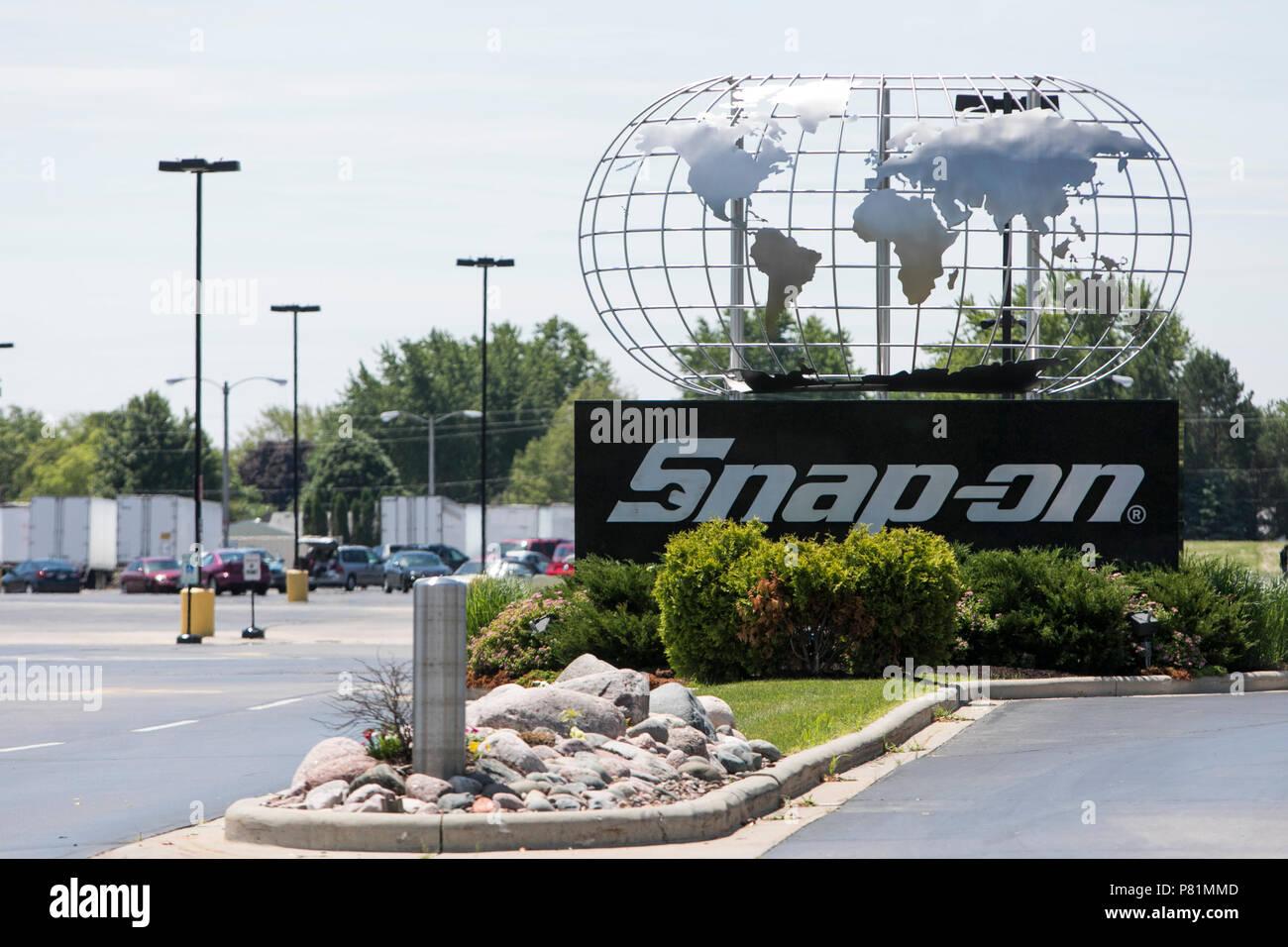 Un logo segno al di fuori della sede di Snap-on, Inc. di Kenosha, Wisconsin, il 23 giugno 2018. Immagini Stock