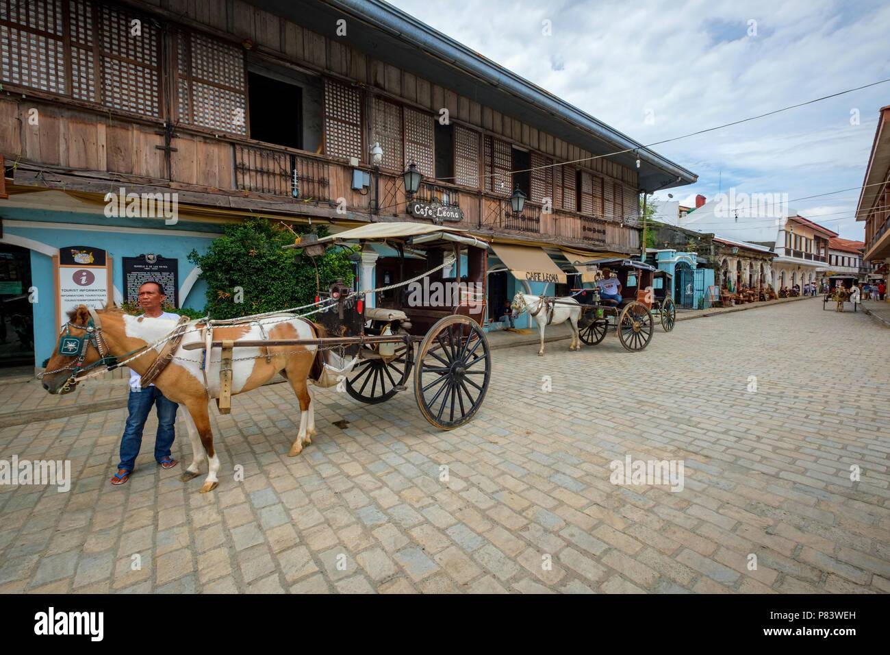 La pittoresca del XVI secolo città coloniale spagnola di Vigan nelle Filippine con le sue carrozze trainate da cavalli e le strade ciottolate Immagini Stock