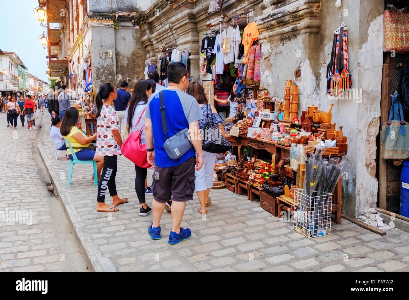 La pittoresca del XVI secolo città coloniale spagnola di Vigan nelle Filippine con le sue strade di ciottoli Foto Stock